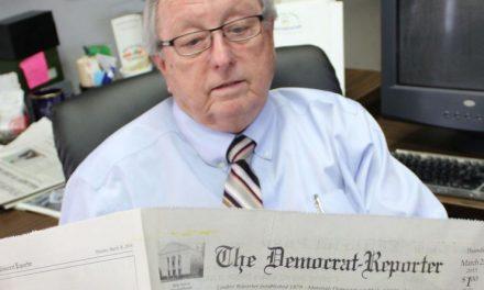 El Karma Hace de las Suyas: Editor de Alabama Que Alabó al KKK Recibió su Merecido