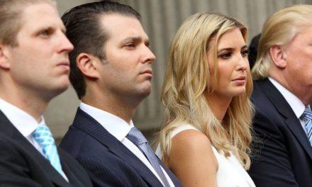 """Se le Desinfló el """"Salvavidas"""" a la Familia y los Amigos de Trump. A Correr y Mudarse Lejos de New York"""