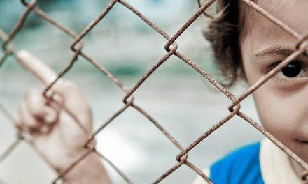 Brutal Tratamiento a los Niños Detenidos Por la Patrulla Fronteriza es Expuesto por Abogados y Associated Press