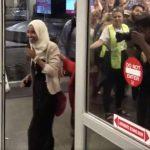 La Tan Atacada Congresista Ilhan Omar Regresó a Casa y se Llevó Una Extraordinaria Sorpresa