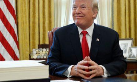 """Nuevo Artículo de """"Político"""" Revela el Extraño Hábito de Donald Trump Con Respecto a los Tweets"""