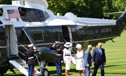 La Reina Isabel Muy Molesta Con Trump Por Haberle Arruinado el Césped del Palacio Real