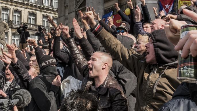 """Periodista de """"The Guardian"""" Viciosamente Atacado Por Matones Supremacistas de Extrema Derecha"""