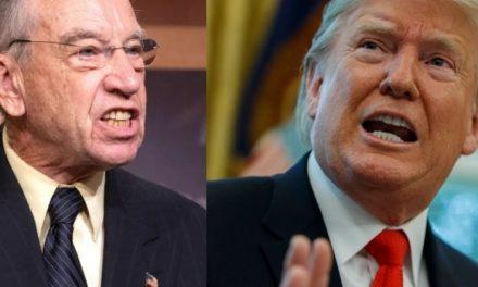 """Alto Senador Republicano Exige Que el Denunciante de Trump """"Sea Escuchado y Protegido"""""""