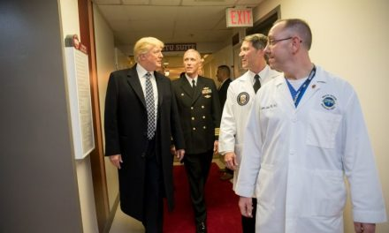 Parece Que la Inesperada Visita de Trump al Hospital no Fue Tan Rutinaria Como Nos Quieren hacer Creer