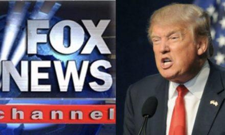 """Trump Ataca a su Red Favorita de """"Noticias"""" Por Darle Cobertura a Sus Adversarios en Torno a la Destitución"""