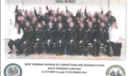 Estalla la Indignación Luego de Que Apareció Esta Foto Con un Grupo de Oficiales Haciendo el Saludo Nazi