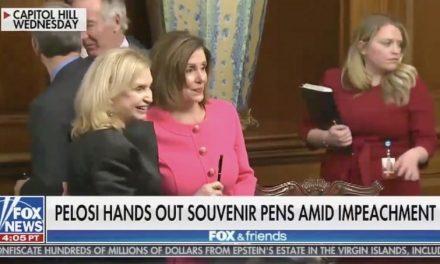 Ya Fox News no Encuentra Cómo y Por Qué Más Criticar a Pelosi. La Última es Contra su Vestimenta