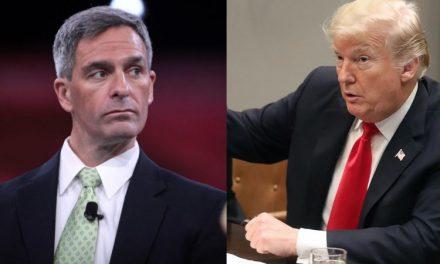 Compinche de Trump se Niega a Renunciar Después de que el Juez Dictaminase que fue Nombrado Ilegalmente