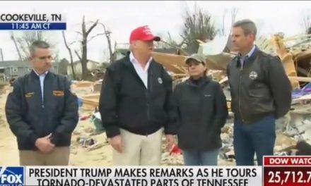 Tornados Destrozan Casas y Matan Varias Familias, Pero Trump es Incapaz de Mostrar la Menor Empatía