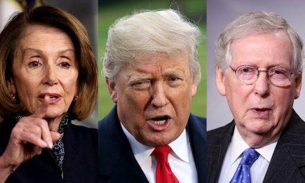 Pelosi: La Excusa Republicana es una Prueba de que Trump no Puede Ocultar su Respuesta Fallida al Virus