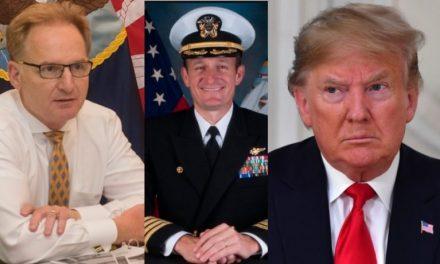 Sus Marineros Despiden Con Honor a su Valiente Capitán, Mientras el Secretario de Marina se Queja de Él
