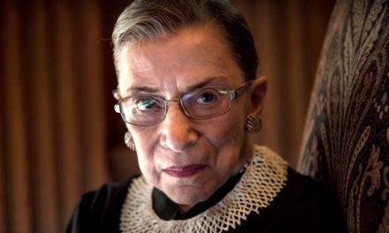 Nuestra Gran Jueza Ruth Bader Ginsburg Está Bien de Salud y Más Combativa Que Nunca Defendiendo Nuestros Derechos