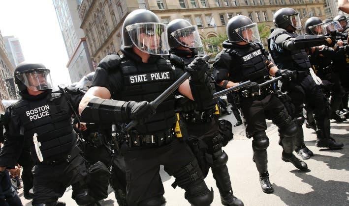 Demócratas, no Acepten Más Dinero de los Policías o Jamás Podremos Contener la Brutalidad Policial