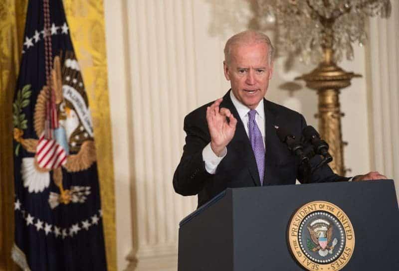 ¿Sabes Por Qué Biden no Puede Subir el Salario Mínimo? Por Culpa de 8 Demócratas Que se Unieron a los Republicanos