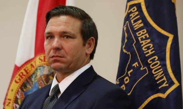 """Este Gobernador Quiere Ser el """"Nuevo Trump"""", Pero Está en Problemas Por Escándalo Relacionado Con la Vacuna"""