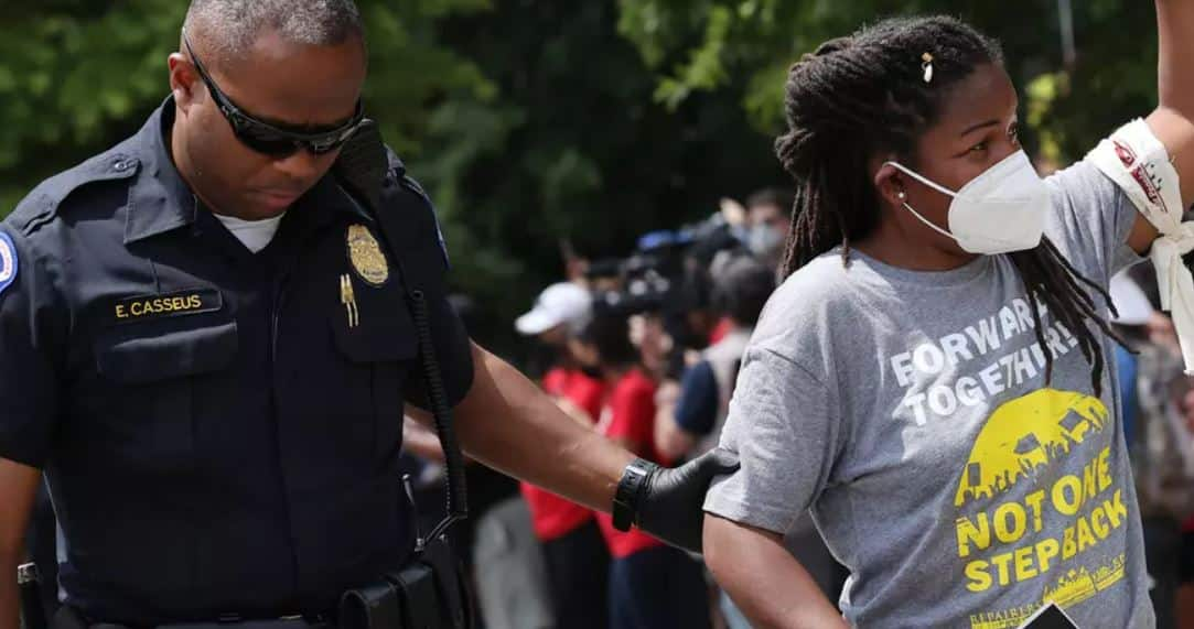 Cientos de Arrestados en el DC Por Exigir Derechos de Voto, Fin a la Pobreza y Muerte al Obstruccionismo