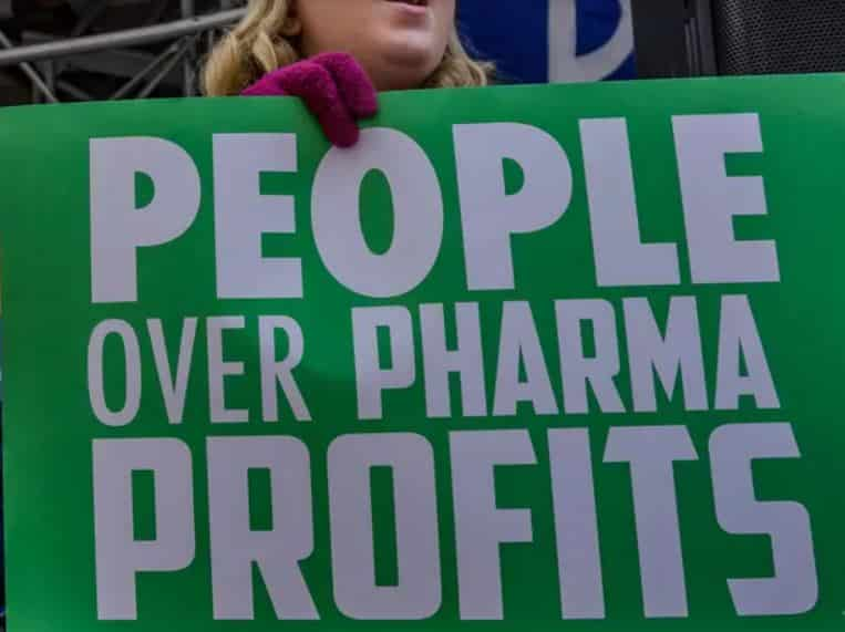 Las Grandes Farmacéuticas Nos Están Robando a Ciegas. Y Sin la Menor Verguenza. Ni Control